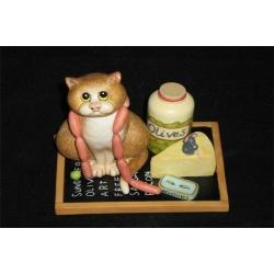 Статуэтка «Кот с сосисками» Длина - 10,5 см, высота - 9 см