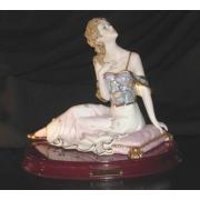 2809L статуэтка «Дама на подушечке» 24см