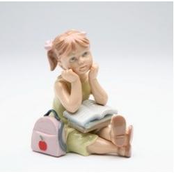 Статуэтка 9,5 см Девочка с книжкой