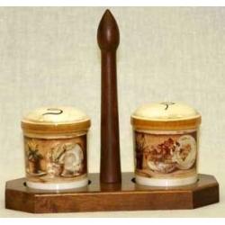 Набор для специй на деревянной подставке