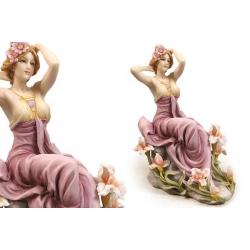 Статуэтка «Девушка на камне» 21 см