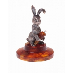 Сувенир «Веселый кролик с морковкой»