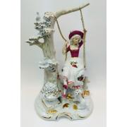 Фарфоровая музыкальная статуэтка «Девушка на качелях» 25 см