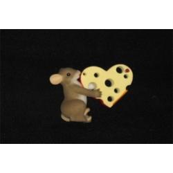 Статуэтка «Мышонок с сыром» Длина - 7 см, высота - 8 см