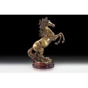 Конь на дыбах цвет - каштан 48х36см