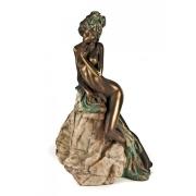 Скульптура «Девушка у скалы» (бронза)