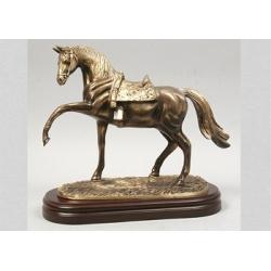 Лошадь на подставке 26х30см.