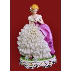 Статуэтка «Девушка в сиреневом платье»