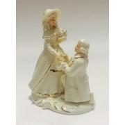 Фарфоровая статуэтка «Предложение» 14*9,5*16,2 см