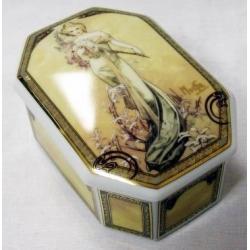 Шкатулка «Весна 1900», размер 9х13 см, керамика.
