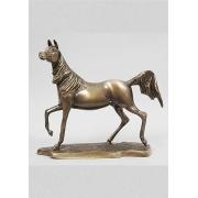 Лошадь на подставке кашт. 24х26см