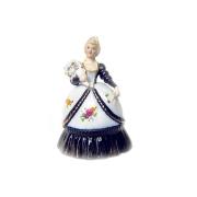 Статуэтка Девушка с букетом цветов