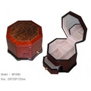 Шкатулка для украшений 20,6х20,6х12,9 см музыкальная