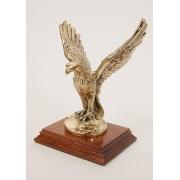 Орел на подставке мал. золотистый 20х17 см.