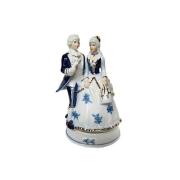 Статуэтка музыкальная Девушка с кавалером