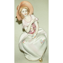 Статуэтка «Девочка в шляпе» 23 см. (цветная)